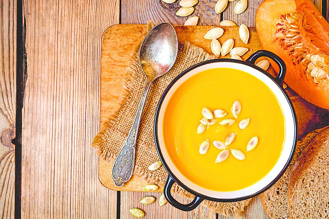 一碗湯大約需要加熱3分鐘,建議每次加熱60秒,中間再用湯匙攪拌一下。