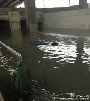 天津市區部分道路和涵洞出現嚴重積水。(網絡圖片)