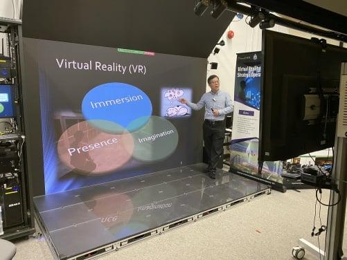 用於實時在線教學的3D LED VR設備,是由imseCAVE 虛擬現實技術開發而來。(香港大學提供)