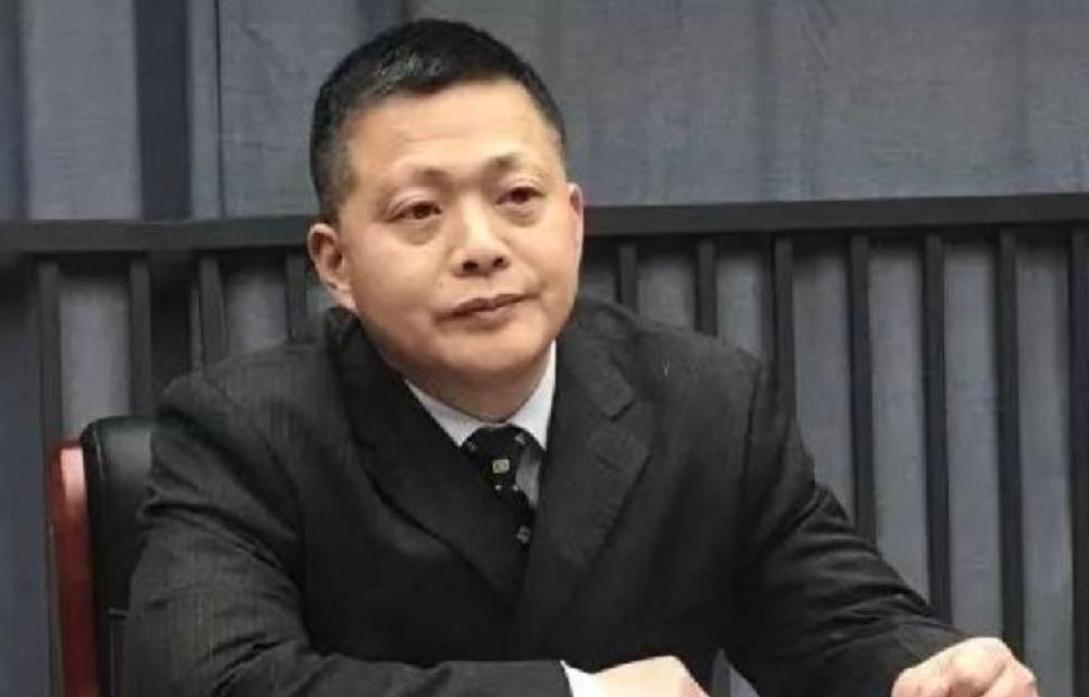 金銀潭醫院副院長黃朝林病癒出院後,在家隔離。經歷「感染 - 試藥 - 重症 - 痊癒」(網絡資料)