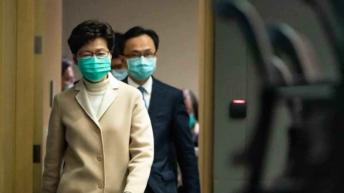 密件顯示特首林鄭向北京獻計,希望藉「有效處理疫情」贏取市民支持,為建制派翻身。(Anthony Kwan/Getty Images)