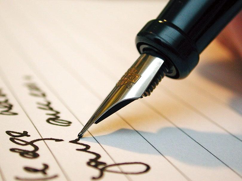 一個人的筆跡會在無意間傳達出書寫者的心理特徵與心理變化。