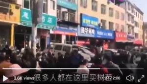 疫情當前 四川廣元大批市民扎堆喝茶