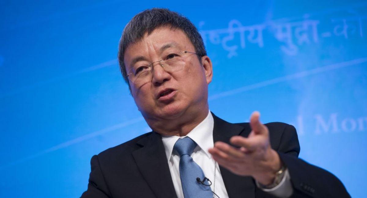 圖為國際貨幣基金組織(IMF)副總裁朱敏(Min Zhu)於2013年10月9日在華盛頓特區舉行的年度世界銀行-國際貨幣基金組織年度上發言。(SAUL LOEB/AFP via Getty Images)