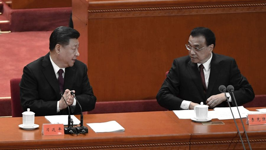 北京2020年2月23日召開防控疫情和經濟部署會議,由中央防疫小組長李克強(右)主持,但並非小組成員的習近平(左)卻發表了「重要講話」,引起外界關注。示意圖 (WANG ZHAO/AFP via Getty Images)