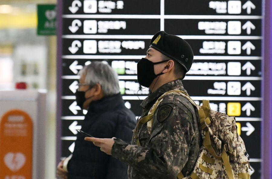中共肺炎恐集體感染 韓軍人確診十一例七千七百人遭隔離
