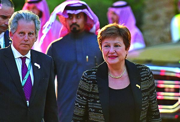 國際貨幣基金組織總裁格奧爾基耶娃(Kristalina Georgieva)2月22日抵達G20財長和央行行長會議的歡迎晚宴。(AFP)