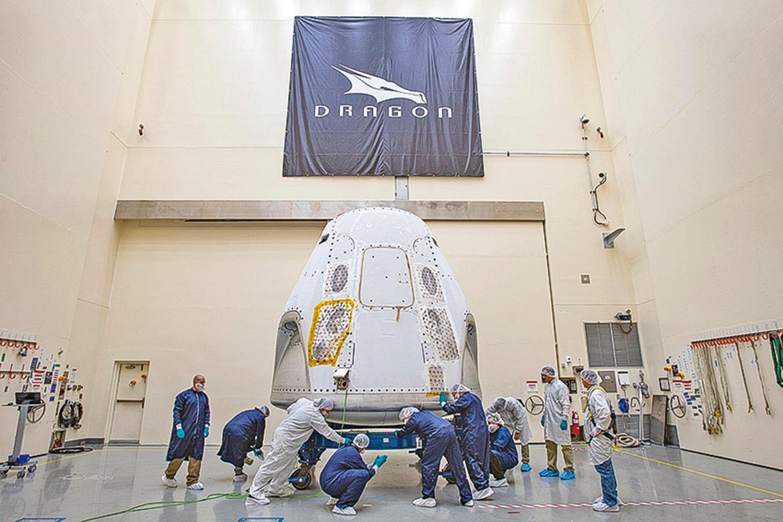 tSpaceX的龍飛船(Crew Dragon)已經運抵佛羅里達卡納維拉爾角太空中心,預計5月7日將進行首次載人發射測試任務。(SpaceX)