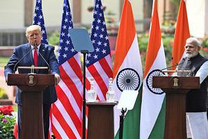 特朗普任內首訪印度 讚其以民主方式崛起