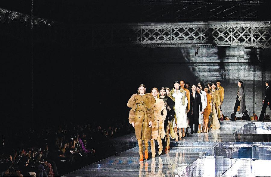 率性和優雅並存 Burberry 2020秋冬成衣系列