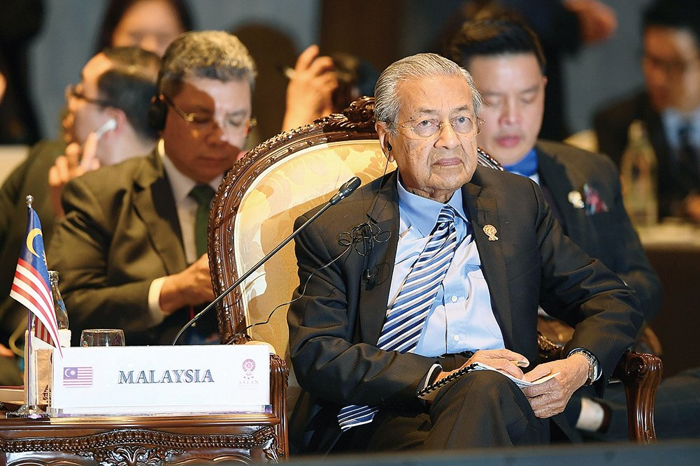 馬來西亞總理馬哈蒂爾(中)出席2019年11月4日在曼谷舉行的第十四屆東亞峰會。(AFP)