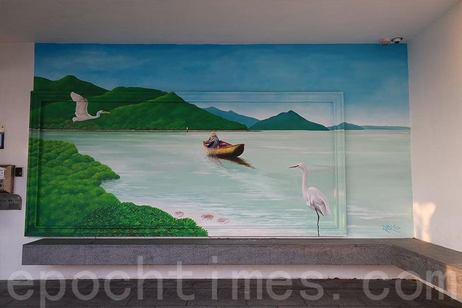 位於大澳文物酒店涼亭的壁畫展現了大澳的生態。(陳仲明/大紀元)