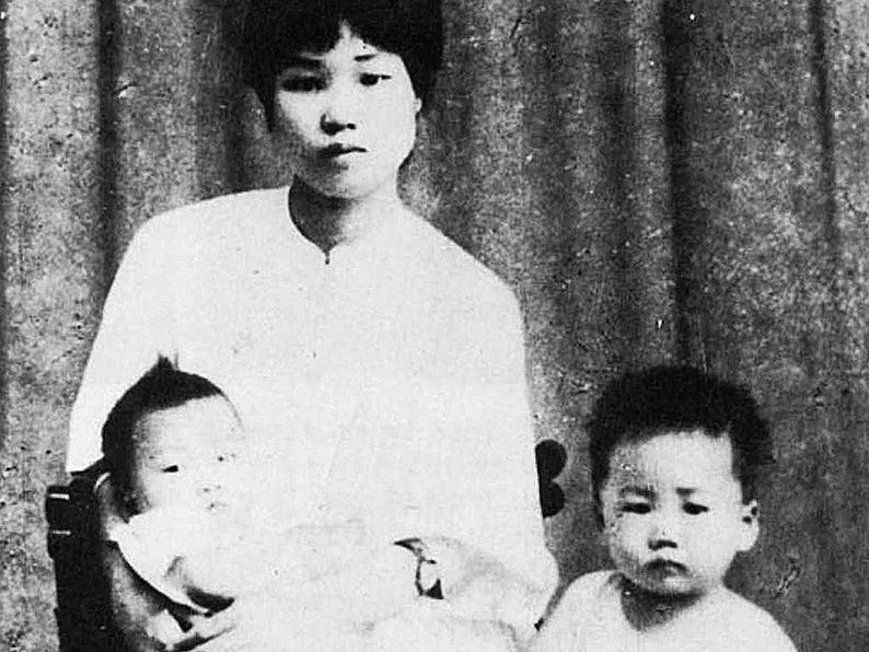 楊開慧與兒子於1924年在長沙的合影。(網絡圖片)