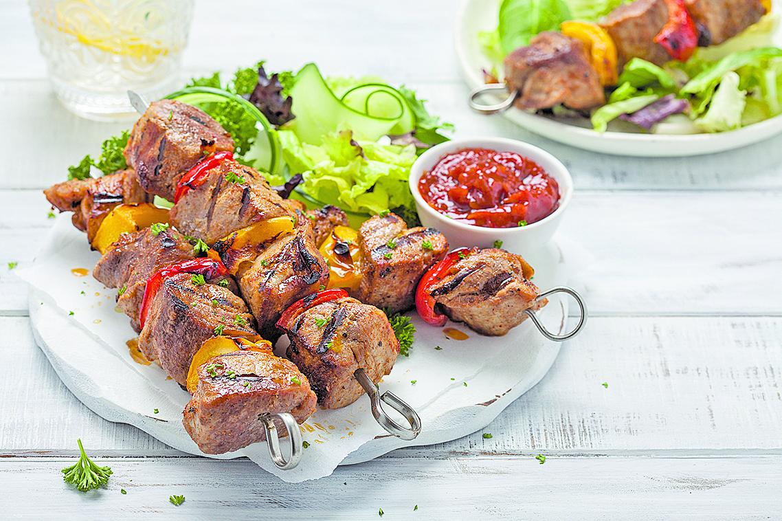 準備沙律等配菜,可以中和烤肉的油膩感。