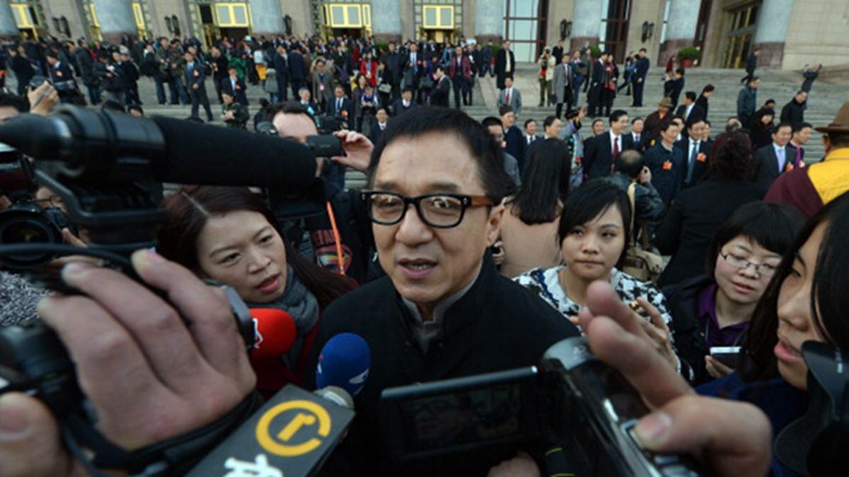近日傳出香港演員成龍參與港警聚餐疑似染疫被隔離。示意圖(MARK RALSTON/AFP/Getty Images)