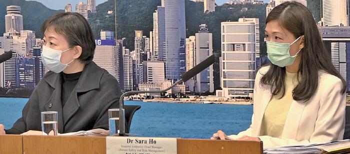 衛生防護中心傳染病處主任張竹君(左)昨日在記者會上表示,兩名疑似個案是鑽石公主號返港乘客,兩人的呼吸道樣本驗不到病毒,但抽血驗到有抗體。(郭威利/大紀元)