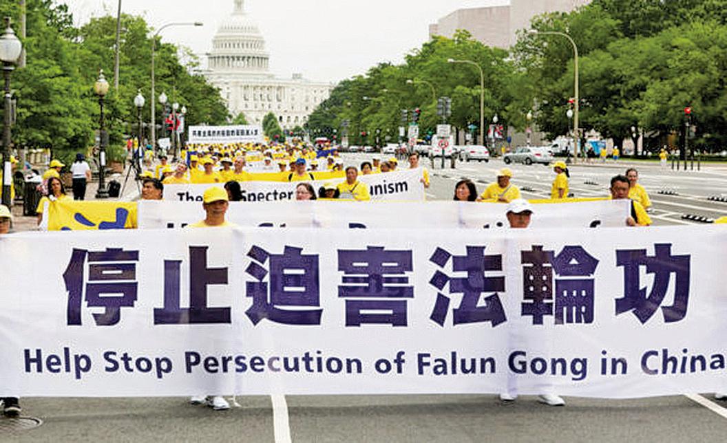 來自各國家地區的法輪功學員在美國華盛頓遊行,呼籲世人共同聲援制止中共對法輪功的人權迫害。(大紀元)