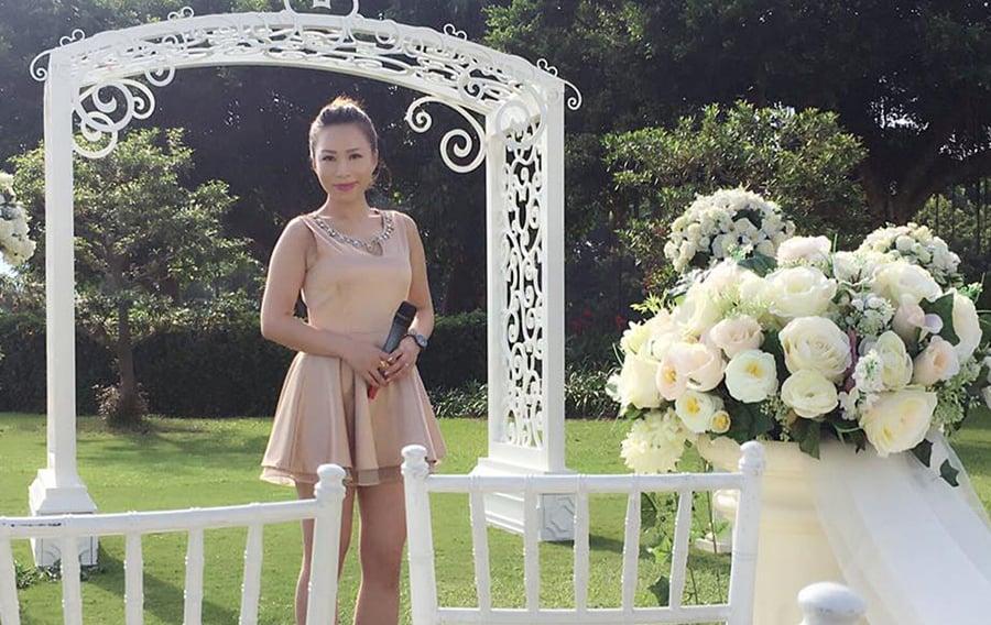 Sherry主持過的婚禮超過2,000場,在閒暇時間,她常常會打電話給客戶祝賀他們周年快樂,聯絡感情。(受訪者提供)