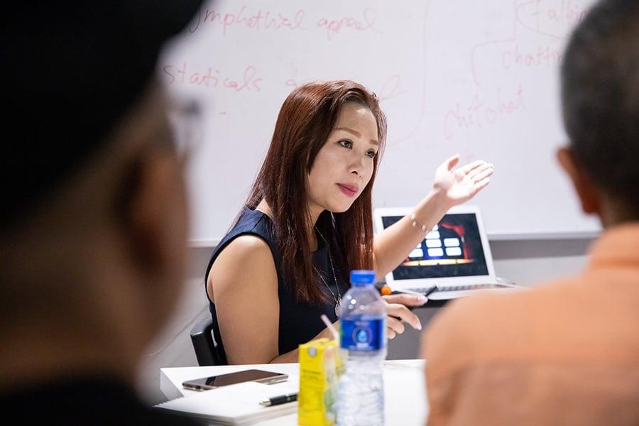 除了擔任司儀外,Sherry也投放了不少精力在企業培訓上,並開創教育平台提供言語及口才培訓,用自己多年的經驗與學員分享演講技巧和待人接物的態度。(受訪者提供)