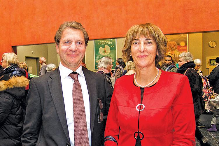 瑞士女士腕錶品牌Andre Mouche擁有者兼總裁Didier Peter與太太觀看神韻演出後表示,發現了中國最神奇美妙的一面。(黃芩/大紀元)