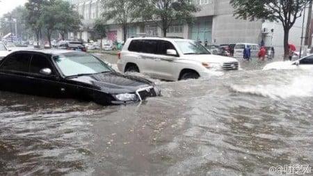 自7月18日開始連續兩天暴雨,河北邯鄲周邊縣城村莊受災嚴重,多處村莊處於失聯、孤立無援狀態。(網絡圖片)
