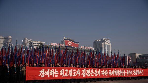 圖為2020年1月5日北韓民眾在平壤金日成廣場舉行集會。(KIM WON JIN/Getty Images)