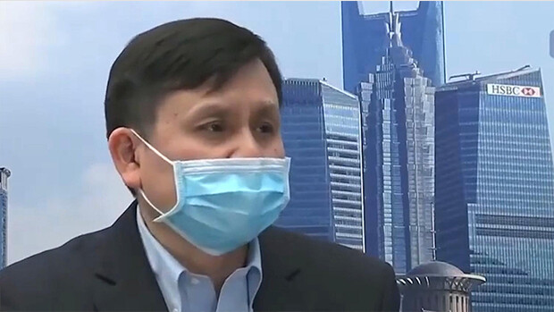 上海複旦大學附屬華山醫院感染科主任張文宏在接受官媒《中國日報》採訪時就坦承,他認為中共病毒(俗稱武漢病毒、新冠病毒)是從武漢出現,而不是從外國傳入。(影片截圖)