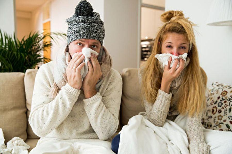 武肺疫情嚴峻,各國政府呼籲國人出現中共病毒症狀時要儘速聯繫醫生及接受病毒檢測。但是,一般民眾如何區分中共病毒症狀與流感症狀?病人示意圖。(Fotolia)