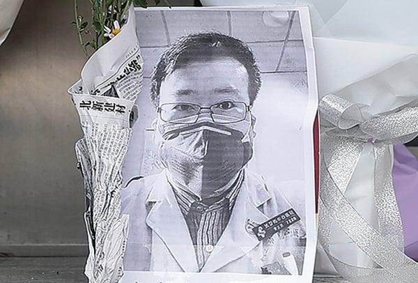 最早公佈武漢疫情的李文亮醫生2 月6 日晚去世, 年僅34 歲。(AFP)