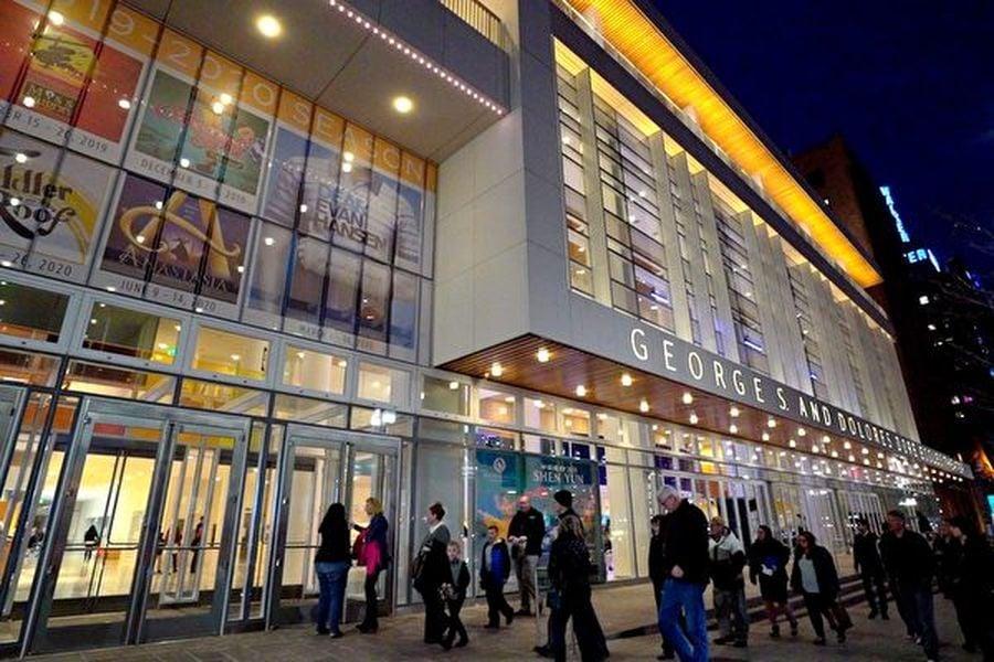 2020年2月26日晚,神韻北美藝術團在美國鹽湖城喬治・多洛雷斯多爾・埃克爾斯劇院(George S. and Dolores Dore Eccles Theater)上演了今年在當地的第二場演出。票房再次爆滿。(新唐人電視台)