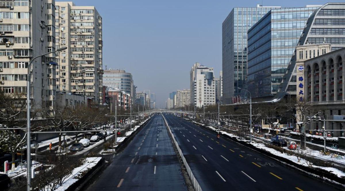 圖為北京市2020年2月7日一條空街的場景。(AFP via Getty Images)