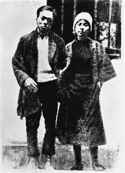 中共黨史上,廣為人知的「刑場上婚禮」的男主角周文雍與女主角陳鐵軍。(網絡圖片)