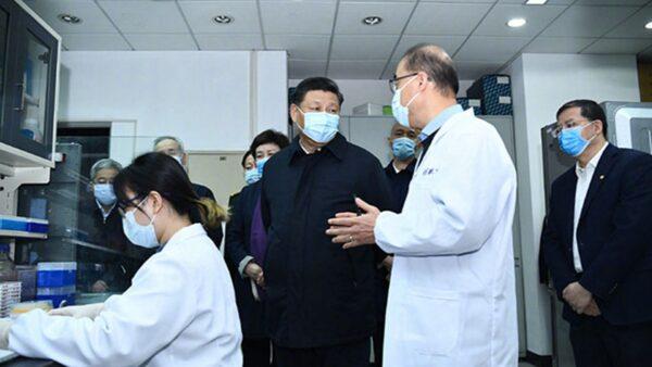 3月2日,習近平戴口罩在北京考察疫情防控科研攸關工作。(微博圖片)
