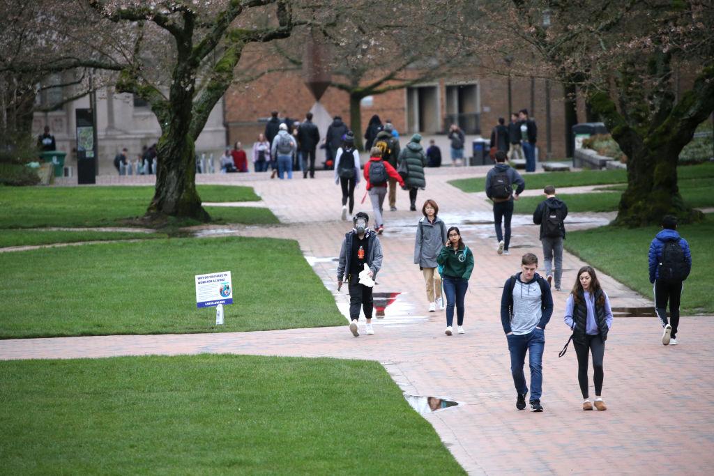 為防範武漢肺炎疫情,位於西雅圖的華盛頓大學將從3月9日開始改為全面網絡上課。圖為,2020年3月6日,華盛頓大學的校園。(Karen Ducey/Getty Images)