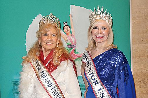 2019年度美國老年選美冠軍(Ms. Senior USA)Cherie Kidd(右)和波蘭老年選美冠軍Charlotte Ambrose。(衛泳/大紀元)