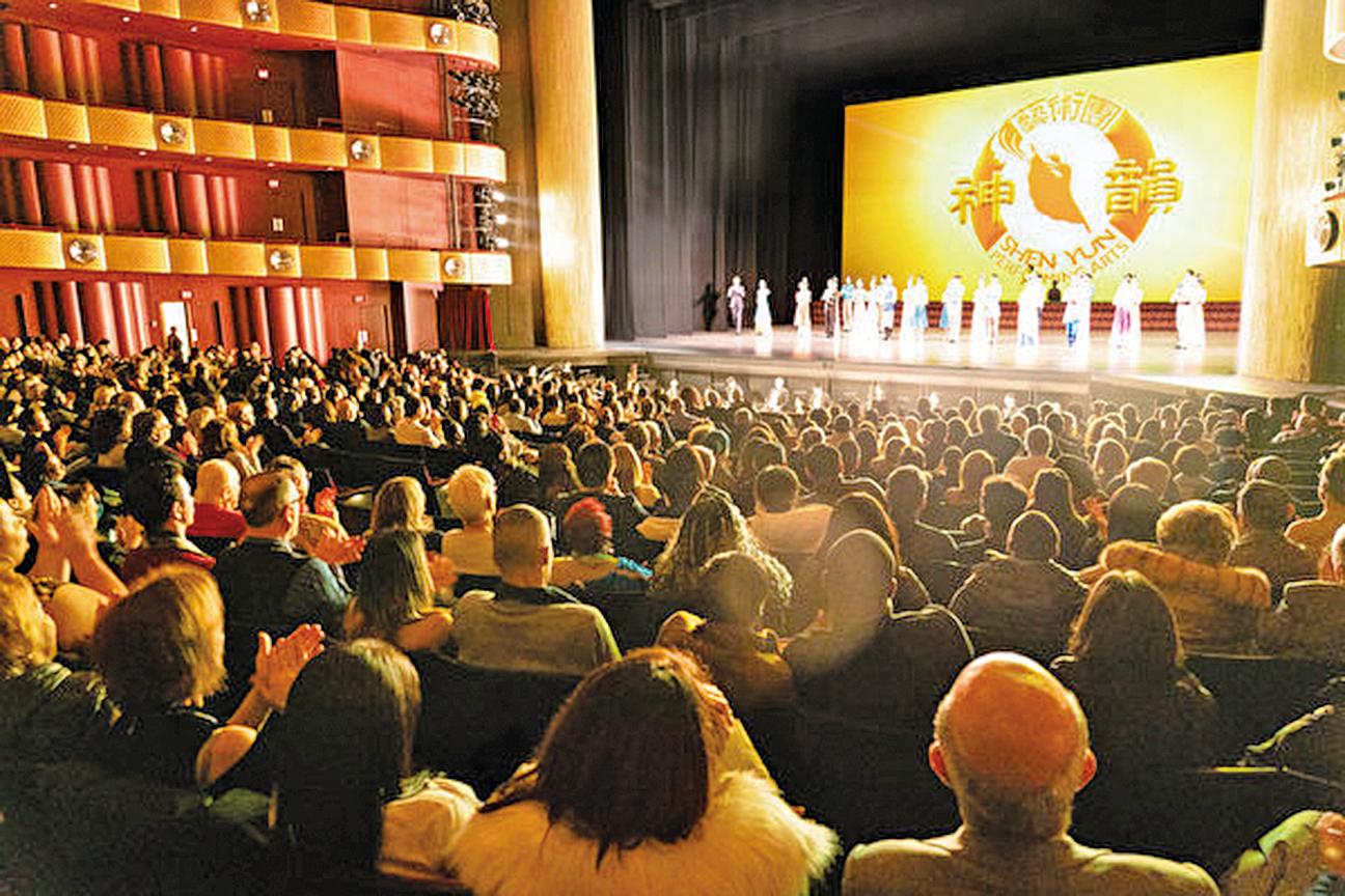 2020年3月6日,神韻環球藝術團在紐約林肯中心大衛寇克劇院進行第二場演出。(戴兵/大紀元)