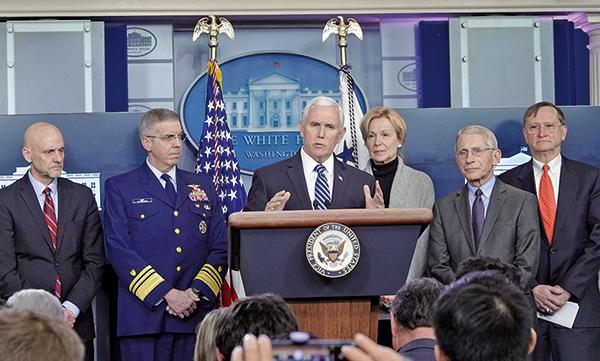 3月6日傍晚,美國副總統彭斯舉行記者會,通報新冠病毒疫情在美國的最新情況。(亦平/大紀元)