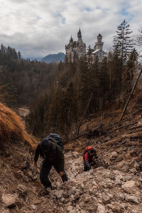 2016年12月,Kelvin與朋友們二次到訪德國,尋覓一條拍攝新天鵝堡正面照的上山路。(受訪者提供)