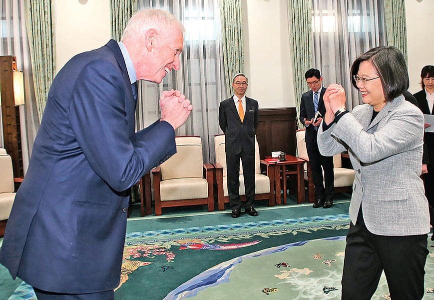 武漢病毒肆虐 全球中共欠中國人 及世界一個道歉