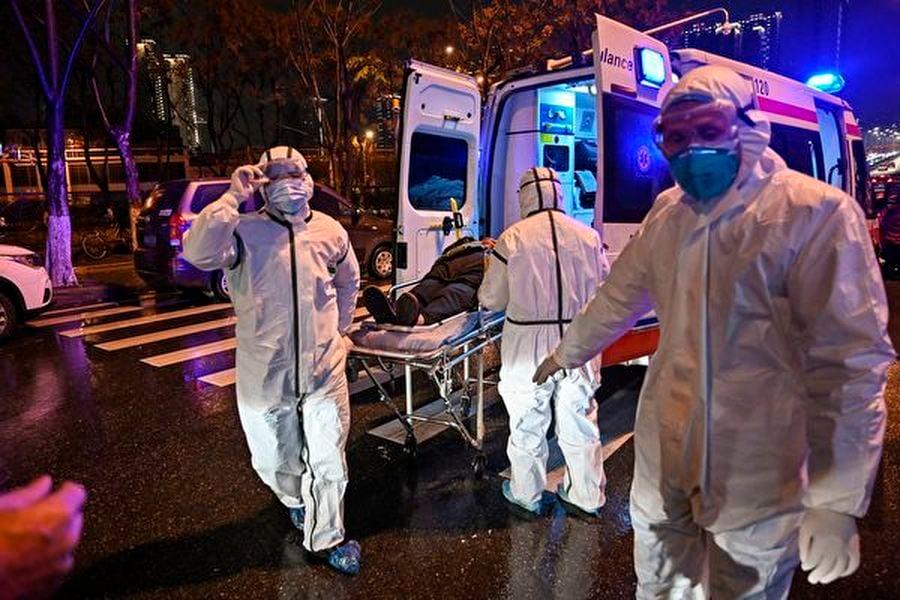 中共肺炎疫情持續蔓延,大陸民眾仍活在恐懼之中。中共此時開展「抗疫勝利」感恩宣傳教育,讓所有受害者憤怒。圖為武漢一家醫院。(HECTOR RETAMAL/AFP via Getty Images)