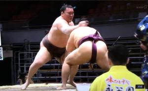 「寂靜」中的大相撲 大力士稱「莫名其妙的緊張」