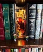 創意書擋藏書架 沒打開書就看到故事