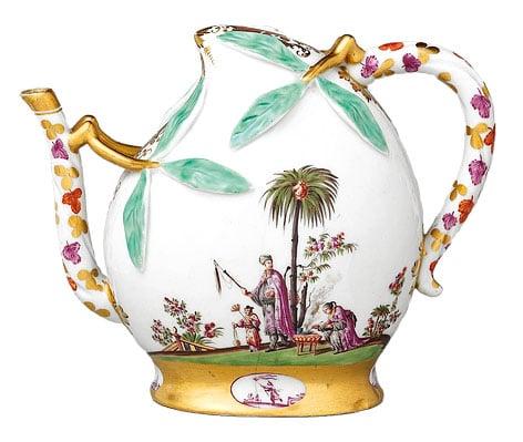 邁森瓷器廠(Meissen Porcelain Factory)1725年製作的桃子形狀的酒壺。(公有領域)