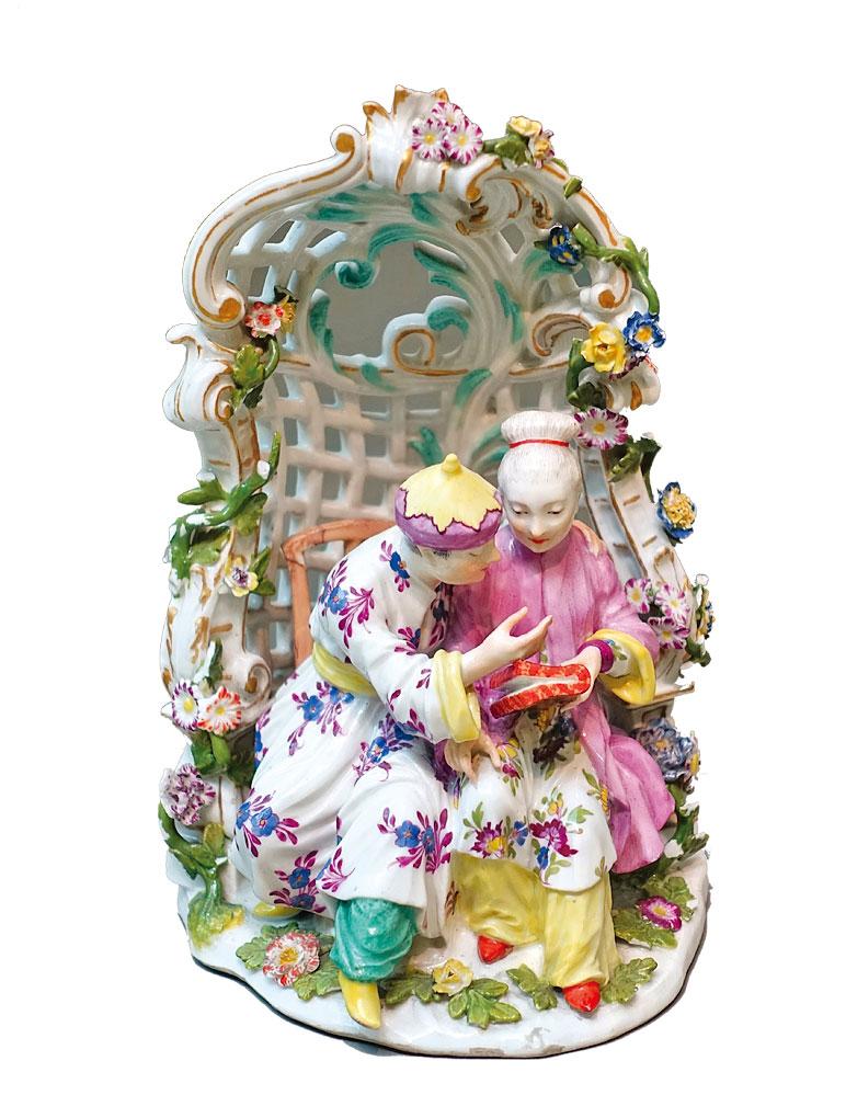 邁森瓷器廠(Meissen Porcelain Factory)1755~1760年生產的硬瓷,表現一對中國夫婦。(公有領域)