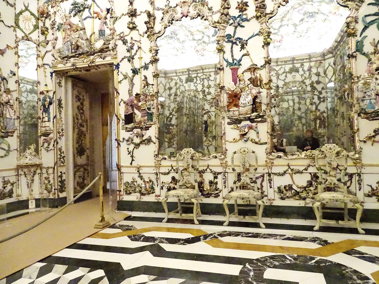 前西班牙王室住所、阿蘭胡埃斯皇宮的瓷器大廳上中國人物(Royal Palace of Aranjuez - Porcelain Hall) , 查爾斯三世時期(Charles III 1716 ~1788年) 建造。(Ljuba brank/Wikimedia Commons)