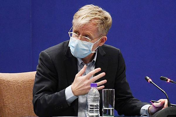 世衛助理秘書長布魯斯艾爾沃德在北京記者會上說,沒去過武漢醫院的任何「髒區」(dirty areas),引發外界強烈質疑。(Getty Images)