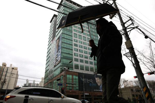 2020年3月10日,首爾市西南部一家電話客服中心爆發群聚感染。(Chung Sung-Jun/Getty Images)