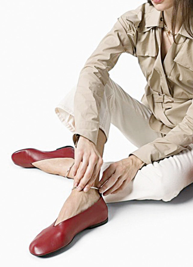 Jil Sander芭蕾舞平底鞋。(farfetch.com)