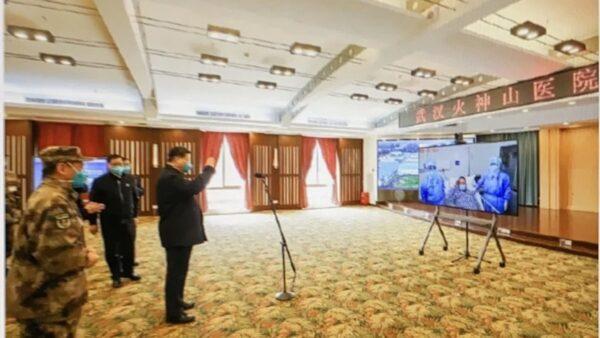 中共官方稱,習「親切看望正在接受治療的火神山醫院的患者」,實際上是影片看望。(推特圖片)