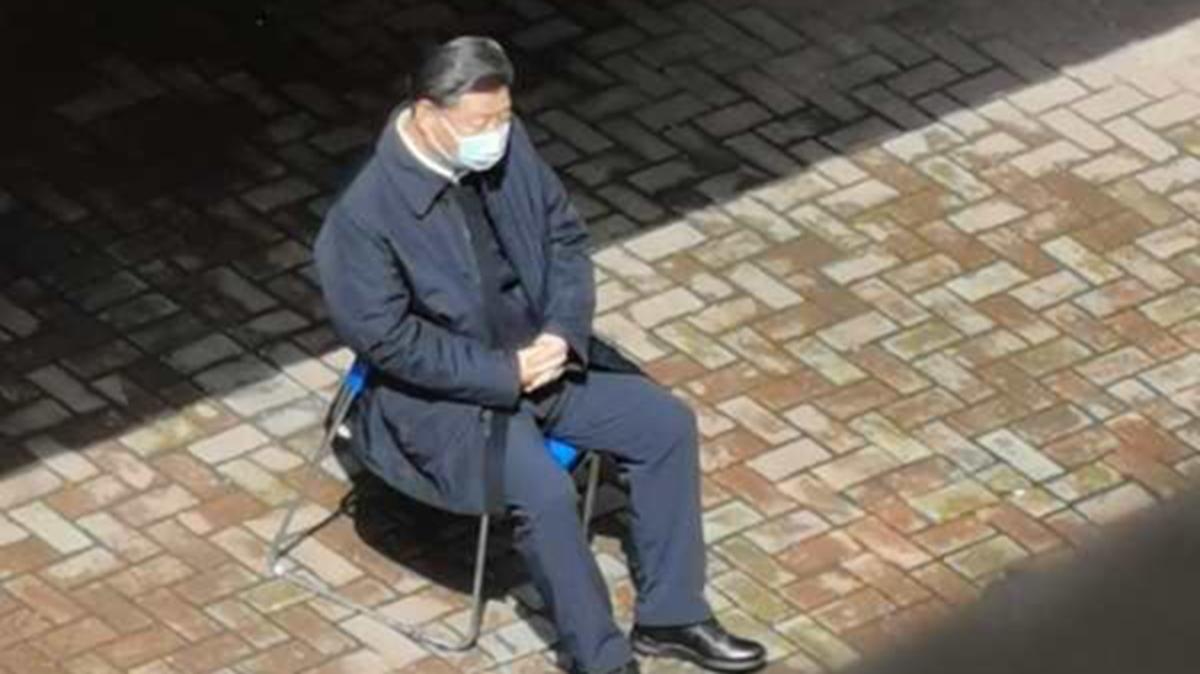 有人從另一個角度偷拍的一張「習近平獨坐一旁」的照片爆紅網絡。(推特圖片)